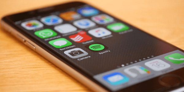 How to screenshot without buttons on iPhone and Android
