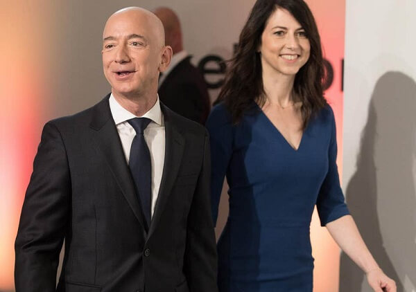 Jeff Bezos with his wife MacKenzie