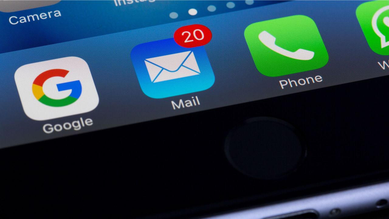 iCloud email icon showing notifications