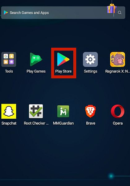 Android home screen with the playstore app highlighted