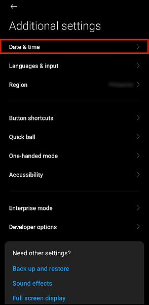 Additional phone settings with the date and time option highlighted